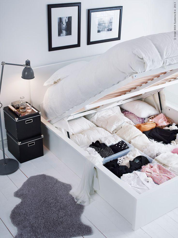 cama box com baú e com roupas dentro